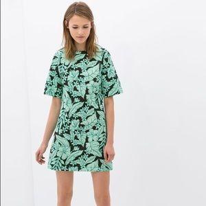 5 for $30 SALE‼️Zara Graphic Floral Print Dress